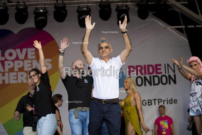 Pride Board and Mayor Sadiq Khan, Pride in London, Love Happens Here, Trafalgar Square, London. - Jess Hurd - 2017-07-08