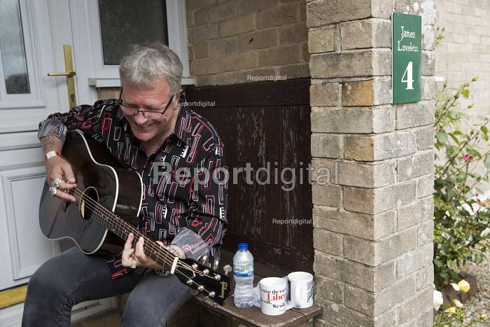 Robb Johnson playing, Tolpuddle Martyrs Festival, Dorset - Jess Hurd - 2017-07-16