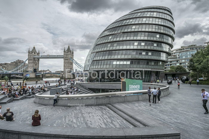 The public area around London City Hall, managed by private company More London it is owned by the Kuwaiti Sovereign Wealth Fund - Philip Wolmuth - 2017-07-28