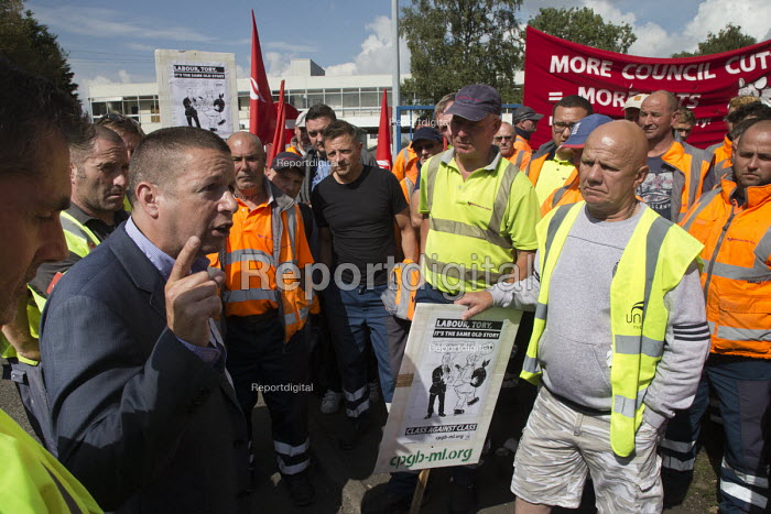 Howard Beckett Unite speaking to members. Birmingham council refuse workers go on strike against redundancies, Perry Barr Depot, Birmingham. Birmingham City Council want to save 600,000 a year by axing 113 grade three bin men and replacing them with lower paid positions. - John Harris - 2017-09-01