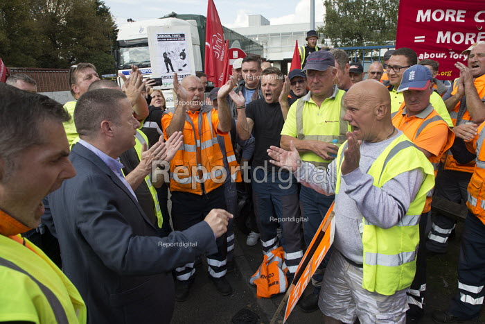 Howard Beckett Unite speaking to members. Birmingham council refuse workers go on strike against redundancies, Perry Barr Depot, Birmingham. Birmingham City Council want to save �600,000 a year by axing 113 grade three bin men and replacing them with lower paid positions. - John Harris - 2017-09-01