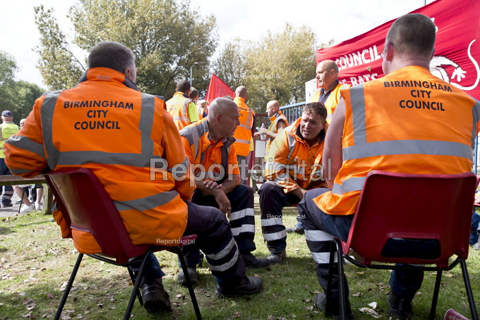 Worried workers discussing their future. Birmingham council refuse workers go on strike against redundancies, Perry Barr Depot, Birmingham. Birmingham City Council want to save 600,000 a year by axing 113 grade three bin men and replacing them with lower paid positions. - John Harris - 2017-09-01