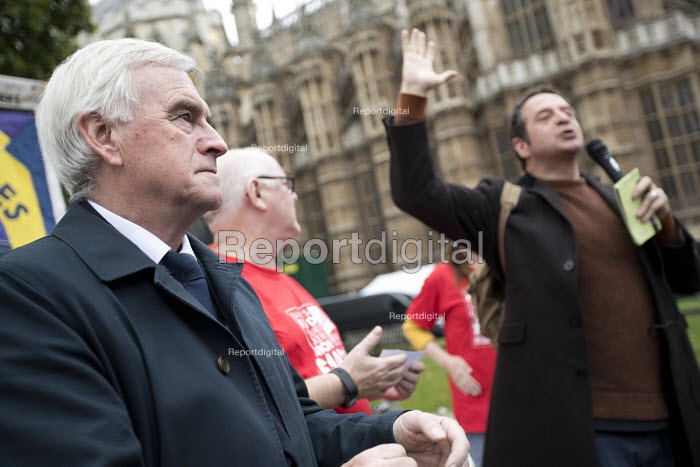 John McDonnell, Ronnie Draper and Mark Thomas speaking at McDonalds workers strike rally, Westminster, London. Fast Food Rights Campaign want 10 pounds an hour, end to zero hour contracts and union rights - Jess Hurd - 2017-09-04