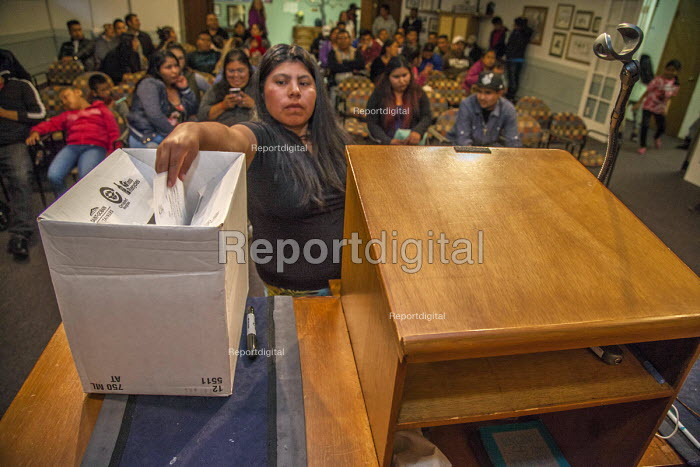 Mount Vernon, Washington, USA Members of Familias Unidas por la Justicia voting to ratify a contract negotiated with Sakuma Brothers Farms after four years of strikes and boycotts - David Bacon - 2017-06-15