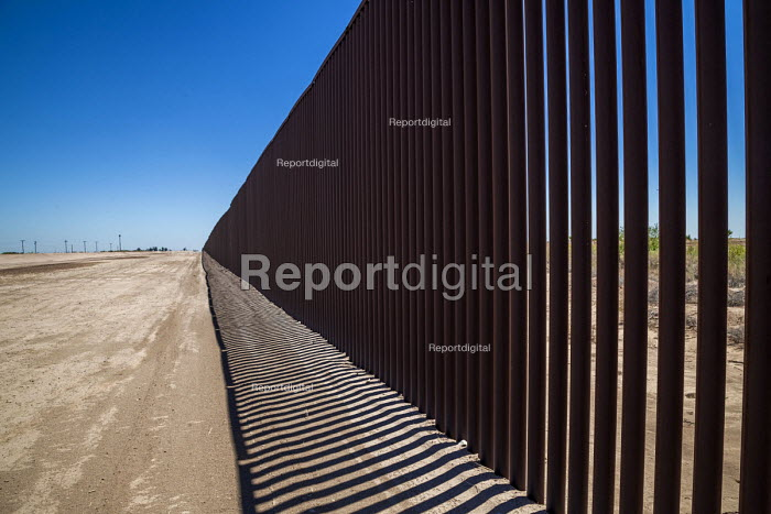 Imperial Valley, California, USA US Mexican border wall - David Bacon - 2017-08-18