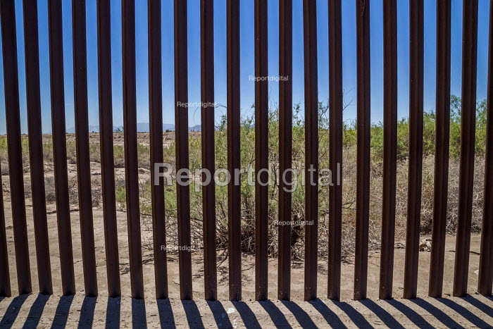 Imperial Valley, California, USA US Mexican border wall - David Bacon - 2017-08-18