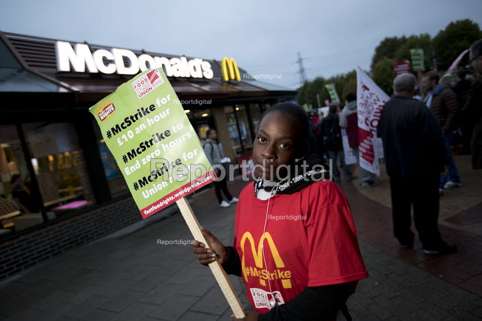 McDonalds workers strike, Crayford, South East London. Fast Food Rights Campaign want 10 pounds an hour, end to zero hour contracts and union rights - Jess Hurd - 2017-09-04