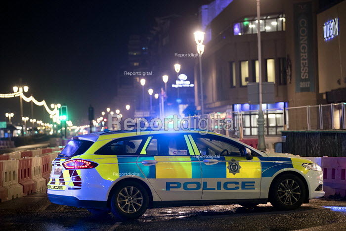Police cordon off the seafront and evacuate buildings after a bomb threat to The Grand Hotel, TUC Congress, Brighton 2017 - Jess Hurd - 2017-09-10