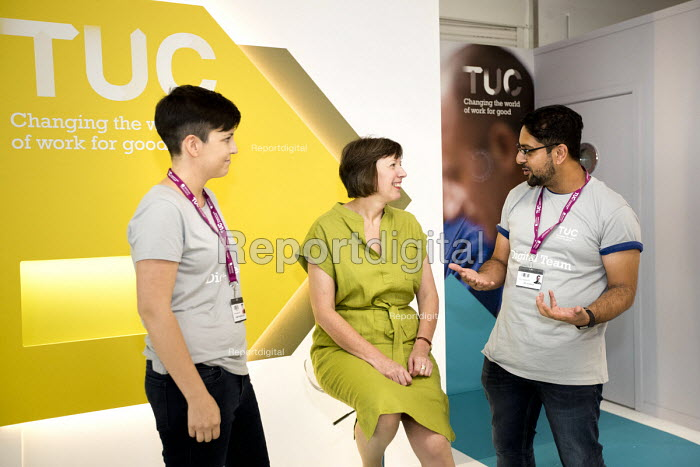 Frances OGrady talking to young workers, TUC Gen Sec TUC Congress, Brighton 2017 - Jess Hurd - 2017-09-10