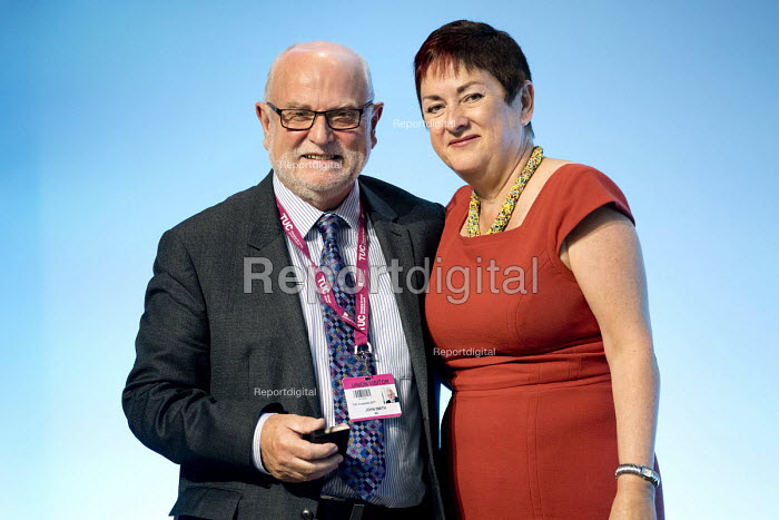John Smith MU receiving a gold badge from Mary Bousted TUC Congress, Brighton 2017 - Jess Hurd - 2017-09-13
