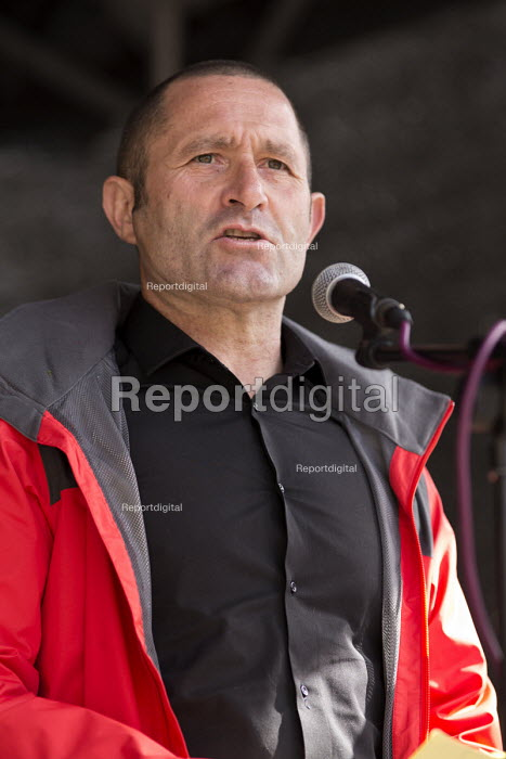 Richard Beddows Unite speaking. Rally supporting bin workers strike, Victoria Square, Birmingham. The Labour council have issued redundancies to 113 binmen - John Harris - 2017-09-17