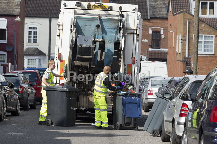 Bin workers strike. Refuse collection by contractors, Sparkbrook, Birmingham. Strike is costing 40,000 pounds a day. The Labour council have issued redundancies to 113 binmen - John Harris - 2017-09-17