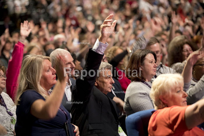 Dave Prentis and UNISON delegates voting at Labour Party Conference, Brighton 2017 - Jess Hurd - 2017-09-25