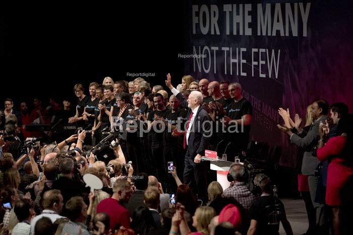Jeremy Corbyn speaking, Labour Party Conference, Brighton 2017 - Jess Hurd - 2017-09-27