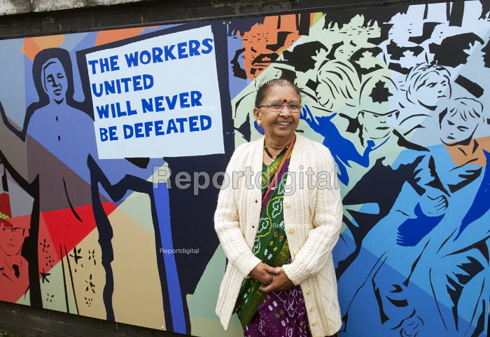 Laxmi Ben Patel a former striker at he second of the Grunwick 40 community murals on Dudden Hill Lane bridge, Brent, north London commemorating the union recognition dispute 40 years ago between 1976 and 1978 - Stefano Cagnoni - 2017-09-30
