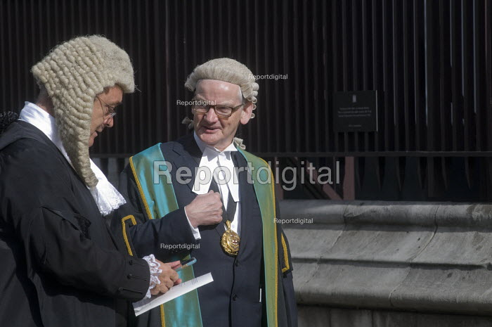 Lord Chancellors breakfast. Traditional procession of Judges to the Houses of Parliament to mark official start of year in the British legal system, London. Queens Counsel in long wig and Barrister in short wig file into Parliament - Stefano Cagnoni - 2017-10-02