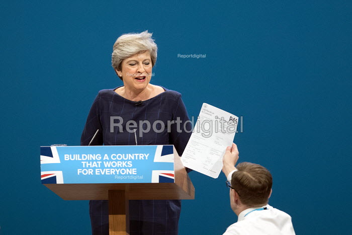 Simon Brodkin giving Theresa May her P45 signed by Boris Johnson, Conservative Party Conference, Manchester 2017 - Jess Hurd - 2017-10-04