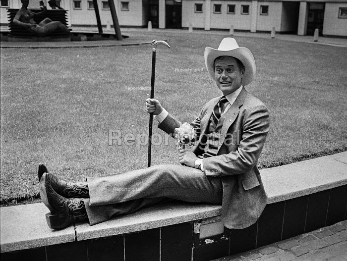 Actor Larry Hagman as J R Ewing promoting the new Dallas... - NLA, NLA17052133.jpg