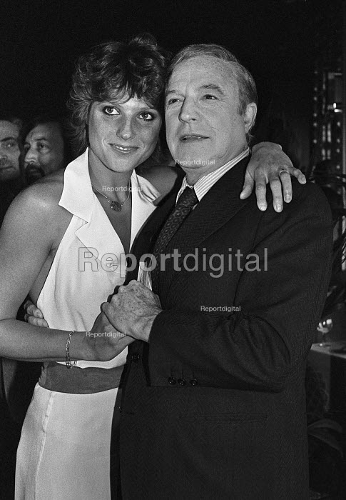Gene Kelly guest of honour at a Variety Club lunch. With... - NLA, NLA17052135.jpg