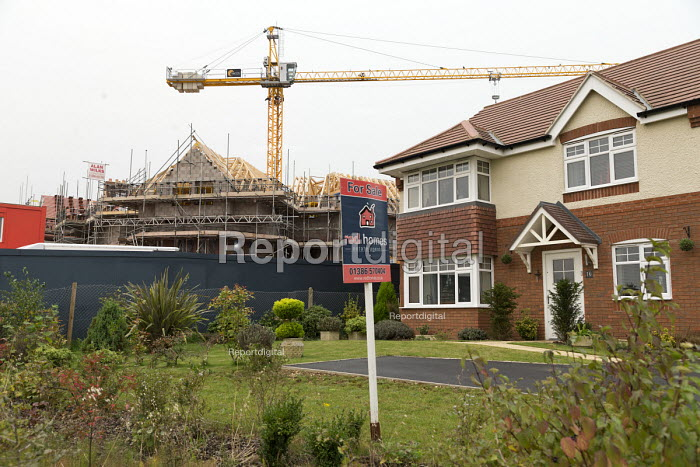Care home and new housing under construction, Evesham - John Harris - 2017-10-16