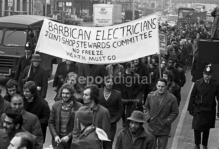 Workers on the Barbican site EETPU protest London 1973... - NLA, NLA1705008.jpg
