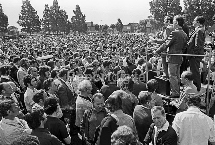 Mass meeting during strike by Chrysler car workers at the... - NLA, NLA1705026.jpg