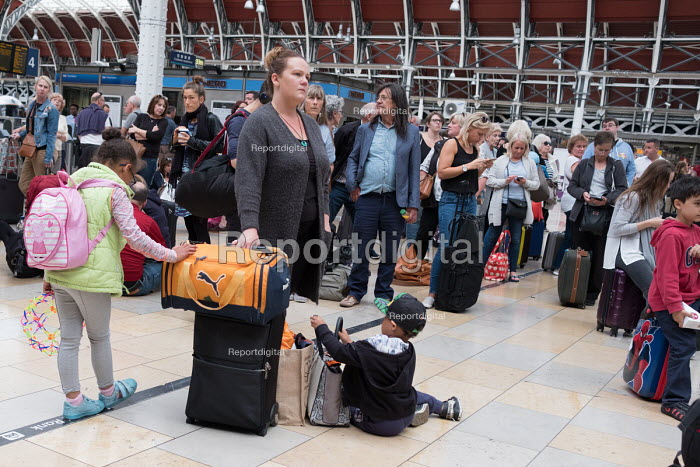 Passengers waiting for a delayed GWR train, Paddington Station, London - Philip Wolmuth - 2017-08-20