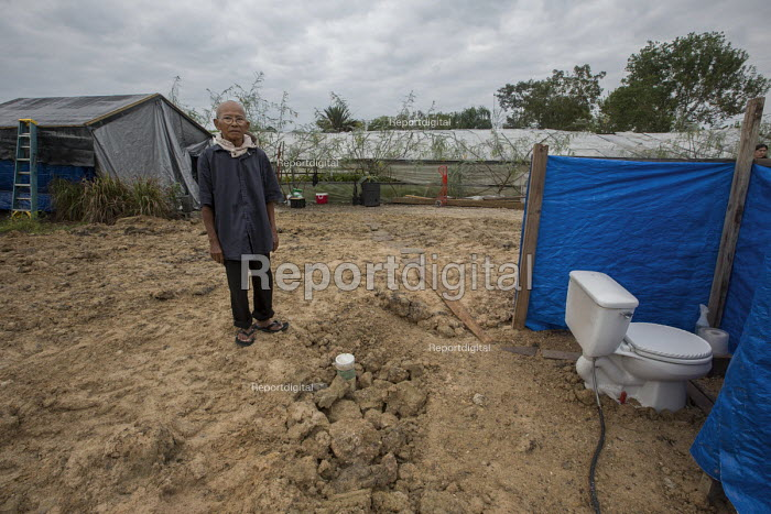 Rosharon, Texas, USA Cambodian immigrant farmers living in poor conditions more than two months afer Hurricane Harvey swept through southeast Texas. Im Vanthan, 76, is living in a makeshift tent after his house was totally destroyed. His water supply has not been tested for contamination since the storm where his house had been, only a toilet is left, connected to a septic system. Mr. Im came to Texas as a refugee in 1981 after fleeing the Khmer Rouge in Cambodia - Jim West - 2017-11-03