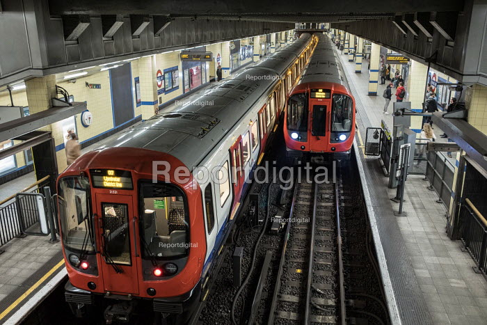 District Line trains, Aldgate East tube station, London - Philip Wolmuth - 2017-11-01