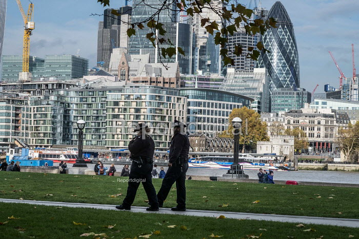 Police officers, South Bank opposite the skyscrapers of the City of London - Philip Wolmuth - 2017-11-16