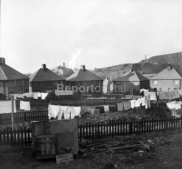 Washing hanging on the lines of miners homes Easington... - Elisabeth Chat, RAEC4834b.jpg