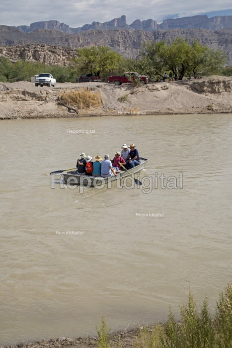Boquillas del Carmen, Coahuila, Mexico Mexican rowing tourists across the Rio Grande border from Big Bend National Park to visit the Mexican town of Boquillas - Jim West - 2017-11-05