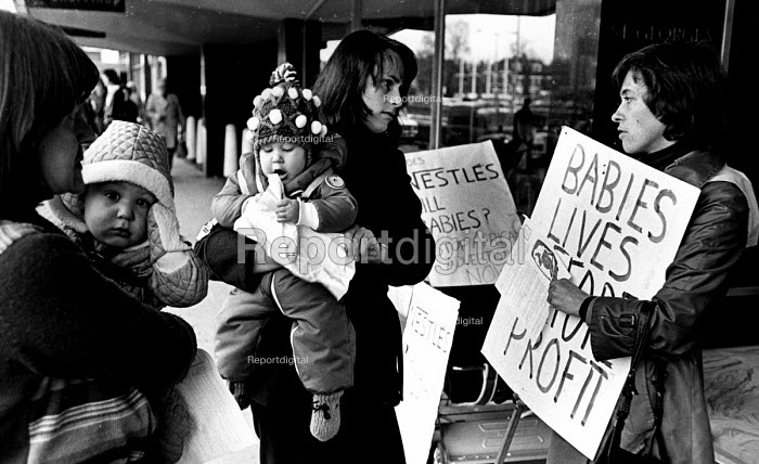 Baby Food Action Group protest, Nestle HQ, Croydon 1975... - John Sturrock, RAJS7548.jpg