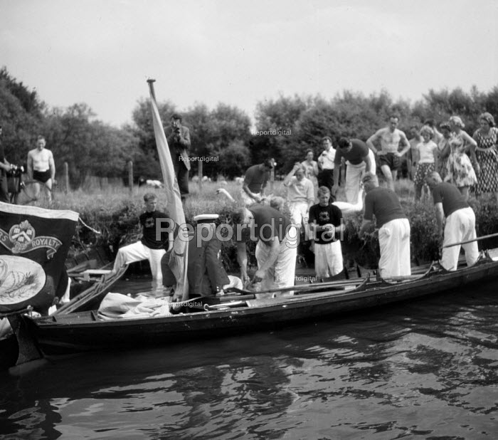 Royal Swan Upping River Thames 1959. Dating back to the... - Alan Vines, RAAV5976.jpg