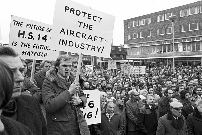 Hawker Siddeley workers protest Hatfield 1974 for Labour Government to protect the aircraft industry, in particular the threatened HS146 project - NLA - 1974-10-30