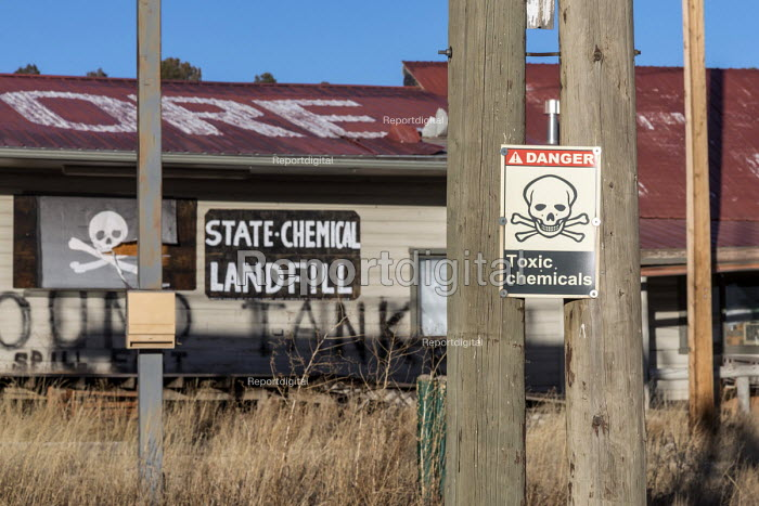 Mancos, Colorado USA Closed Sinclair petrol station and store with leaking underground gasoline storage tanks. The property is near the Mesa Verde National Park - Jim West - 2017-12-28