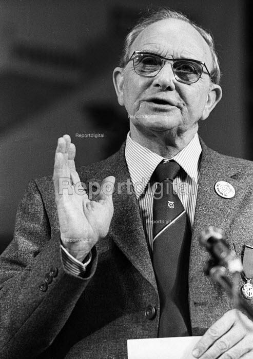 Jack Jones TGWU speaking at his retirement event Royal Festival Hall London 1978 - John Sturrock - 1978-02-20
