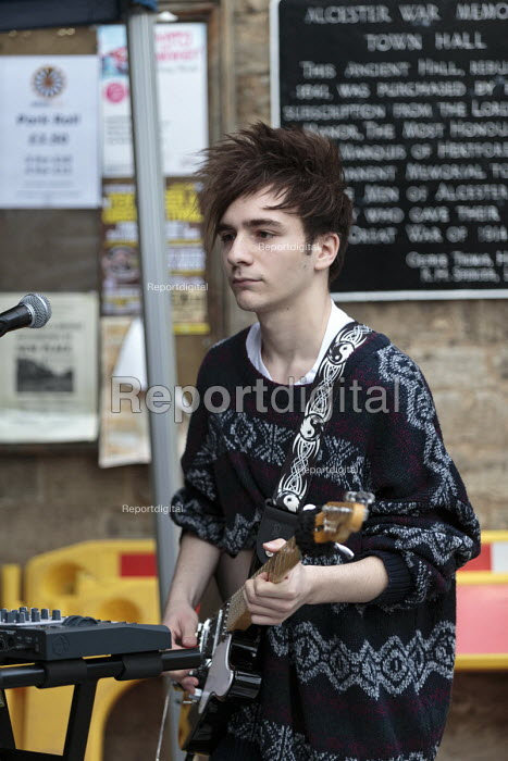 Emilio playing in a band, Queen Elizabeth II 90th birthday celebration weekend, street party Alcester Warwickshire - John Harris - 2016-06-12