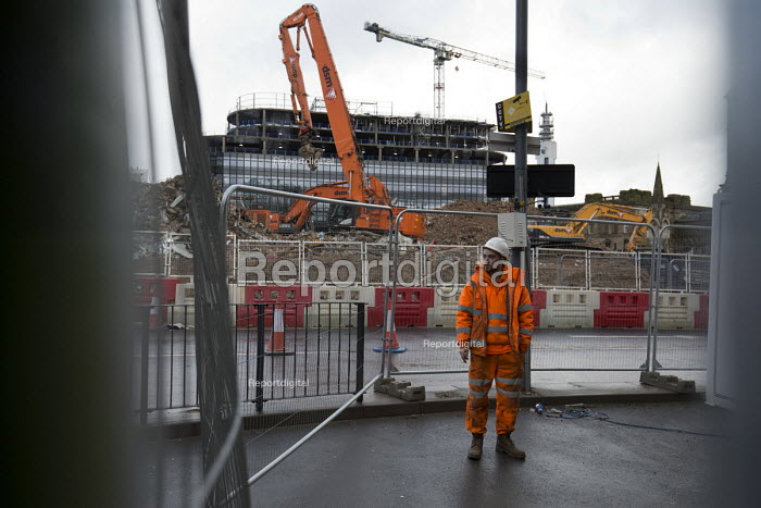 Worried subcontractors. Carillion liquidation has put thousands of jobs at risk. Work has stopped on the 700 million Paradise redevelopment in Birmingham city centre - John Harris - 2018-01-15