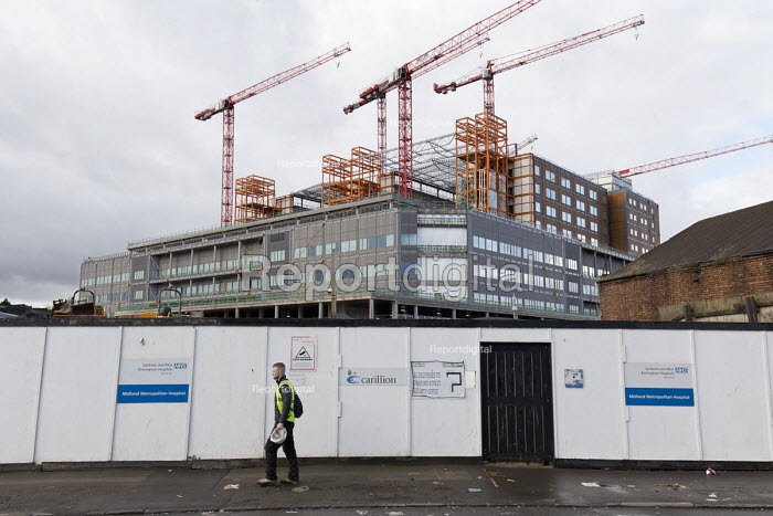 Carillion liquidation, thousands of jobs at risk. Work has stopped the 350 million Midland Metropolitan Hospital, Smethwick, Birmingham. A worried Agency worker leaving - John Harris - 2018-01-15