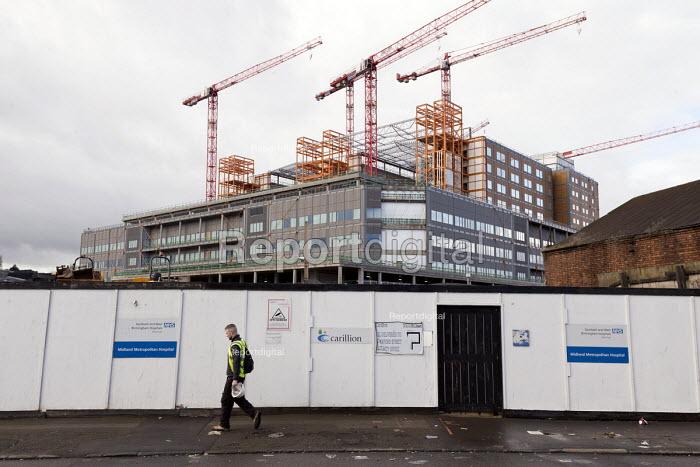 Carillion liquidation, thousands of jobs at risk. Work has stopped the 350 million Midland Metropolitan Hospital, Smethwick, Birmingham. A worried Agency worker leaving - John Harris - 2018-01-15