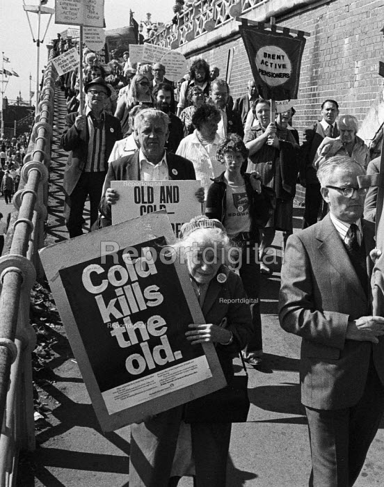 Pensioners protest on the eve TUC Brighton 1974 - John Sturrock - 1974-09-03
