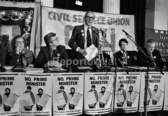 Len Murray TUC speaking London 1984 GCHQ and other union members at a rally, Day of Action in support of union rights at GCHQ (2nd R) Alistair Graham CPSA - Peter Arkell - 1984-02-14