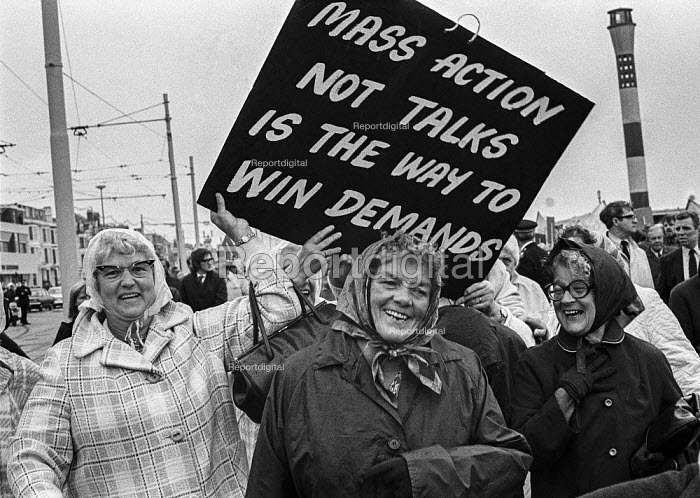 Pensioners protest, TUC conference, Blackpool, 1973 for a higher state pension - Peter Arkell