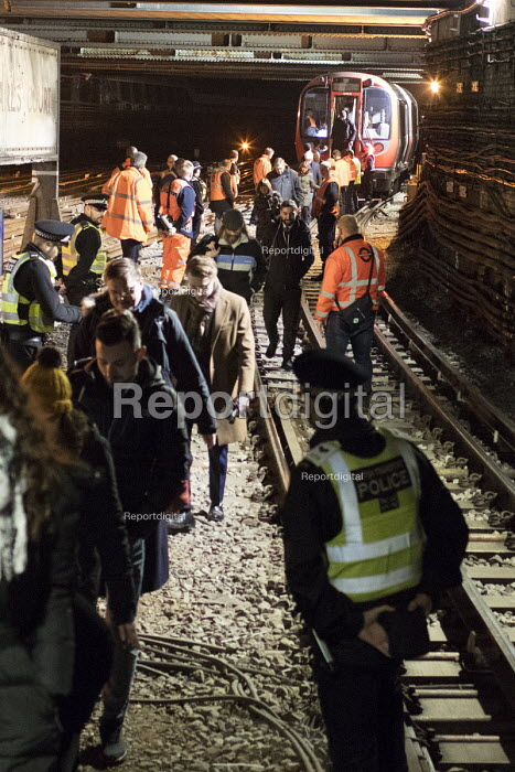 Passengers being evacuated from a broken down District Line train, Earls Court Station, London after being trapped on the train for over an hour during the rush hour - Duncan Phillips - 2018-01-17
