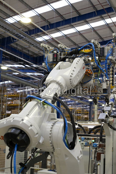 LEVC London EV Company electric Taxi factory, Coventry. ABB industrial robot glueing a windscreen - John Harris - 2018-01-18