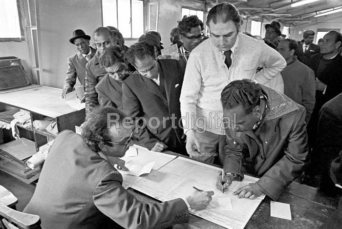 Strike pay being paid to Stewart Plastics workers on strike for AUEW union recognition and against victimisation, Croydon 1975 - NLA - 1975-05-29