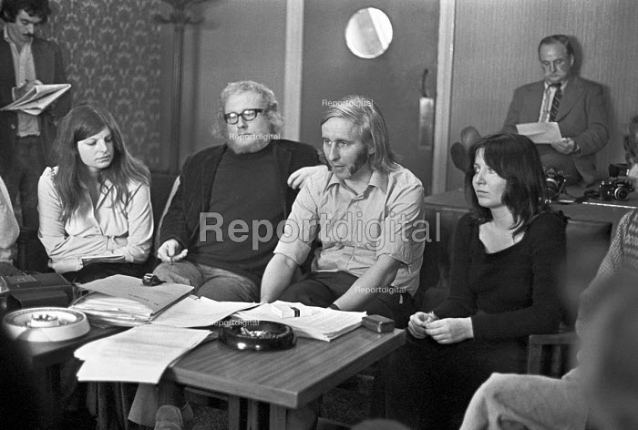 William Tyndale School, North London 1975 Terry Ellis headteacher (C) and Brian Haddow (deputy, with glasses), with other teachers, giving a press conference to defend their radical child centred system at the school. The controversy led to greater government authority in education and the dismissal of the senior teachers - NLA - 1975-09-22