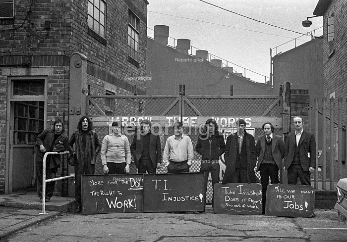 Workers occupying Brux Limited, (Tube Investments), Jarrow 1975 to prevent closure. Gillan McColl (R) - Peter Arkell - 1975-03-01