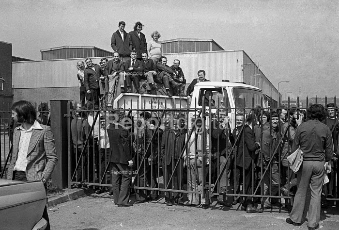 Ford workers occupy the Swansea factory in a pay dispute, Wales 1975 - Martin Mayer - 1975-04-25